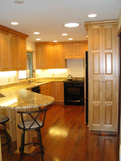 Maple kitchen cabinetry