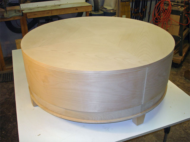Round alder cocktail table