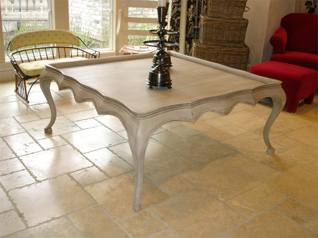 Cabriole cocktail table
